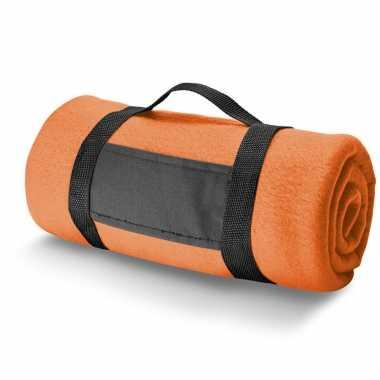 1x fleece dekens/plaids oranje met afneembaar handvat 150 x 120 cm