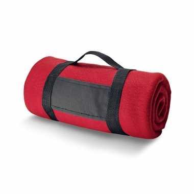 1x fleece dekens/plaids rood met afneembaar handvat 150 x 120 cm