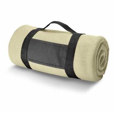 1x fleece dekens/plaids zandkleurig met afneembaar handvat 150 x 120 cm