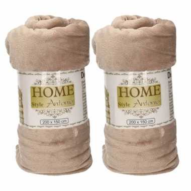 2x flanellen/fleece dekens/plaids donker beige 150 x 200 cm
