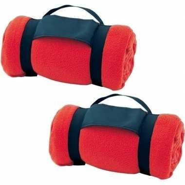 2x fleece dekens/plaids rood afneembaar handvat 160 x 130 cm