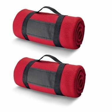 2x fleece dekens/plaids rood met afneembaar handvat 150 x 120 cm