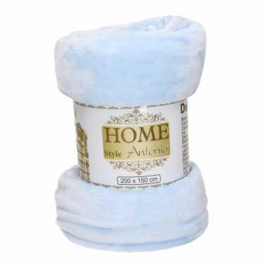 Flanellen/fleece deken/plaid sky blauw 150 x 200 cm