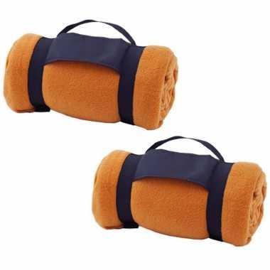 Pakket van 8x stuks fleece dekens/plaids oranje met afneembaar handvat 160 x 130 cm